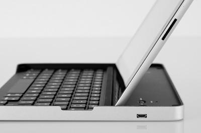 Logitech Keyboard Case for iPad 2 by Zagg 1