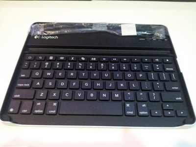 Logitech Keyboard Case for iPad 2 by Zagg 47