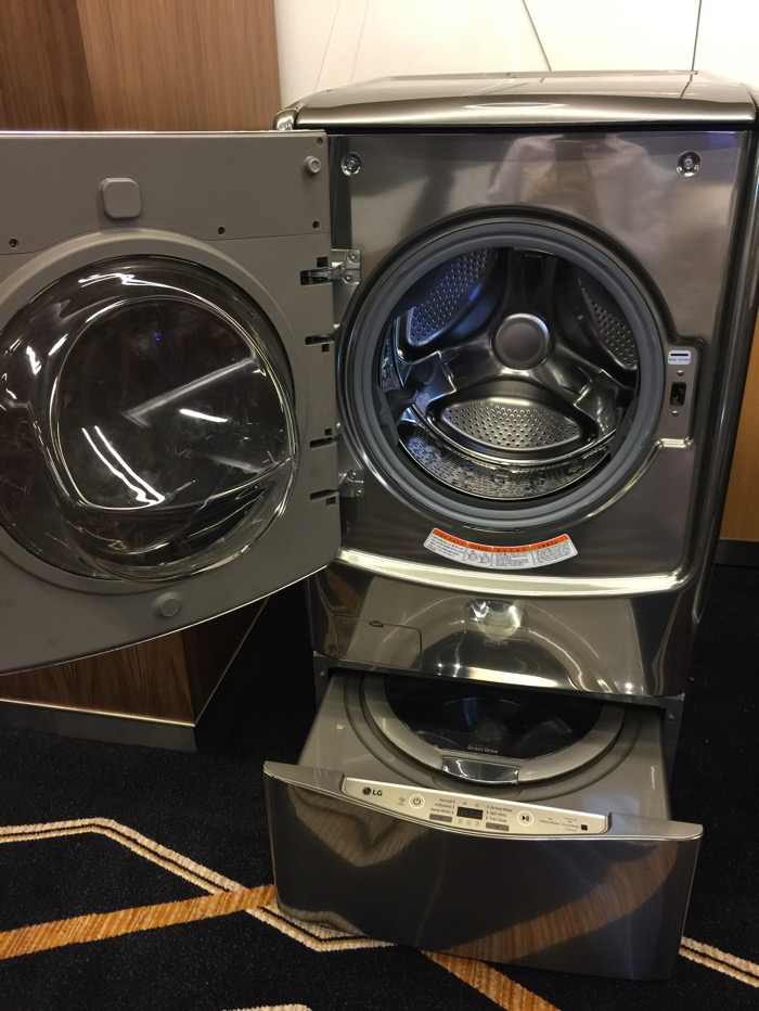 LG Washer Machine - FH21VB1 - Front Full Opened
