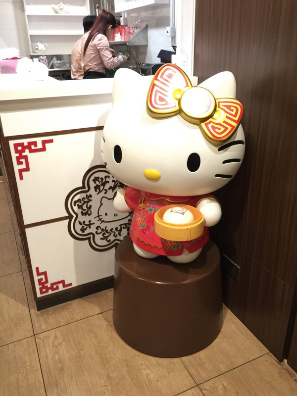 Hello Kitty Chinese Restaurant in HK - Full sized Kitty