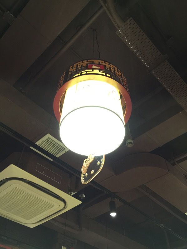 Hello Kitty Chinese Restaurant in HK - Kitty lamp