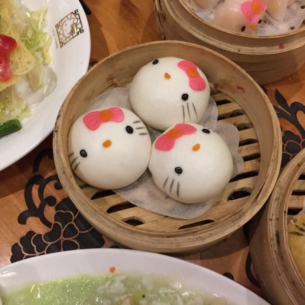 Hello Kitty Chinese Restaurant in HK - 流沙包