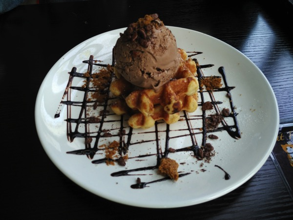 TheCatCafe - Belgium Chocolate Ice Cream Wafer