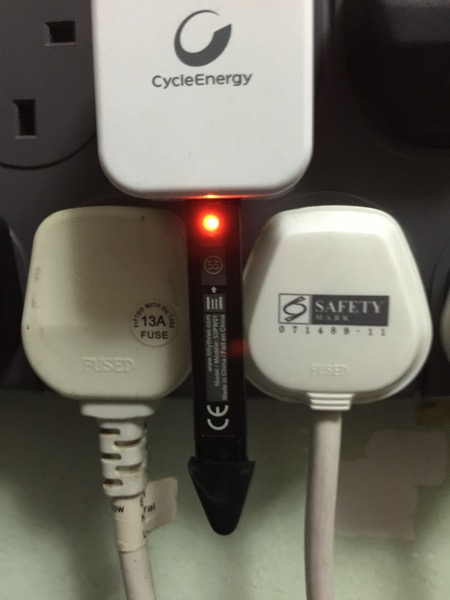 Pencil by FiftyThree - Pencil charging in progress