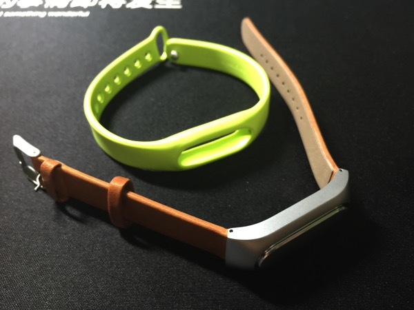Mi Band Leather Strap - compared to silicone band