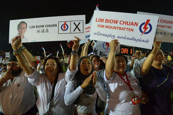 Singapore Elections 2015 - PAP supporters.
