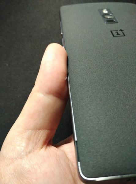 OnePlus Two - Back cover notch