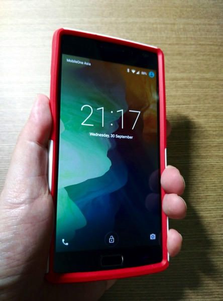 OtterBox for OnePlus 2 - Red - Grip test