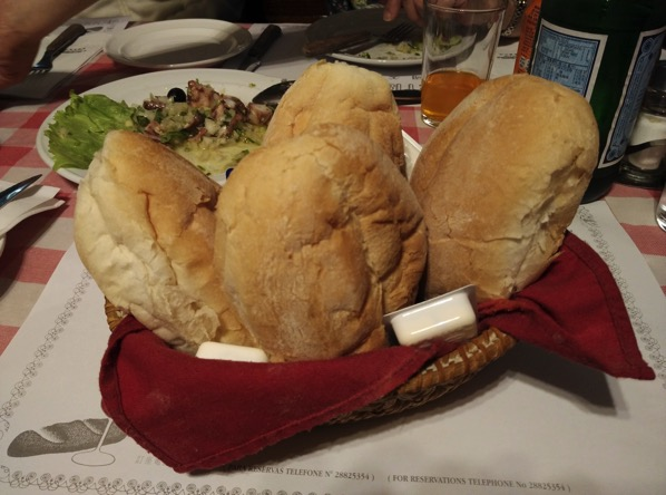 Macau Guide - A Petisqueira Restaurant - bread starter