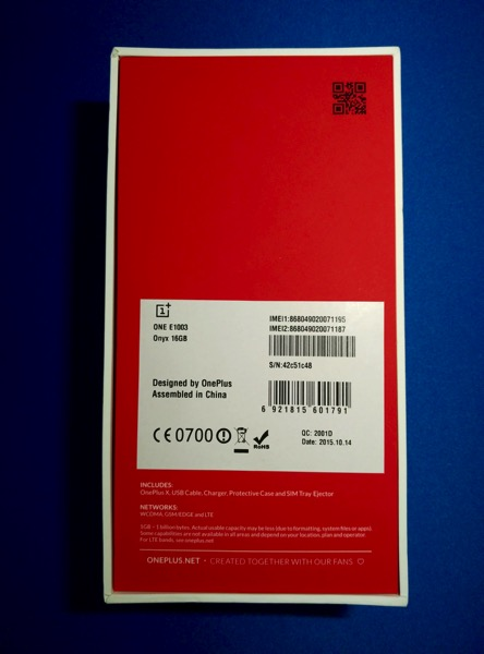 OnePlus X - behind box