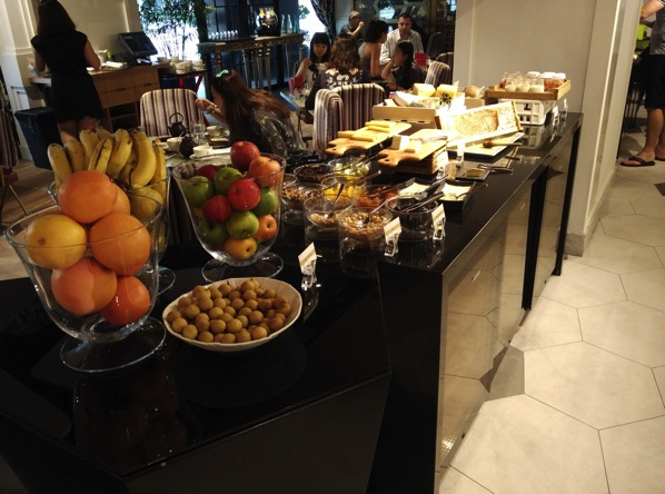 Sofitel So Singapore - restaurant - buffet line 2