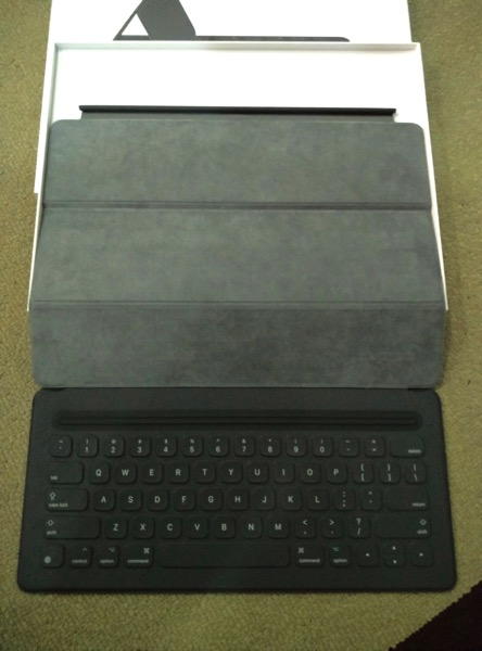 Apple iPad Pro - Apple Smart Keyboard - Full keyboard view