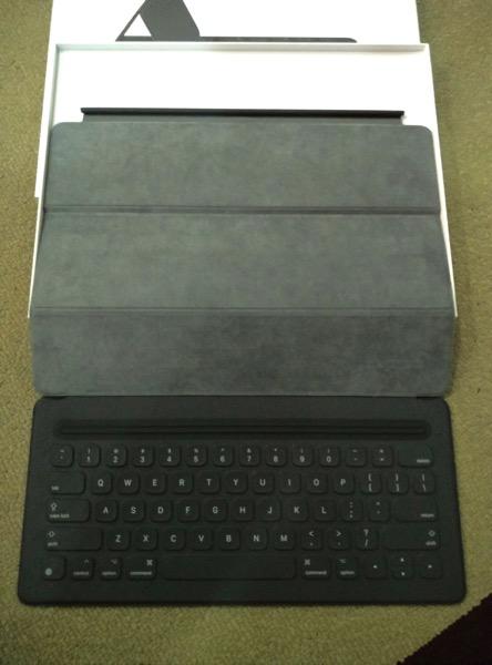 Apple iPad Pro - Apple Smart Keyboard - Full keyboard view