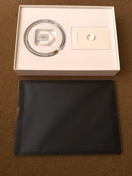 Apple iPad Pro - inside packaging 1