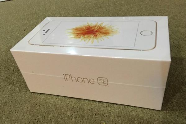 iPhone SE - retail packaging
