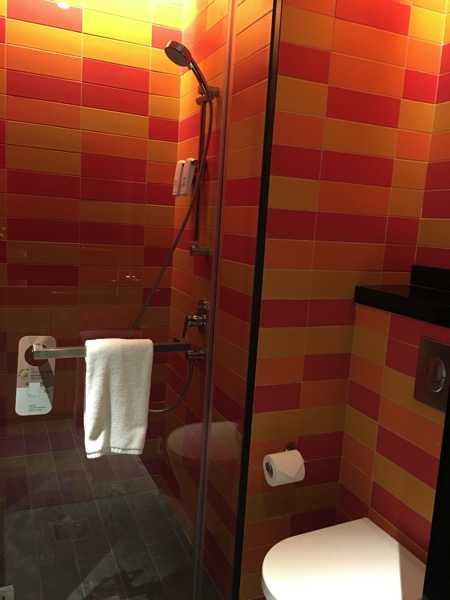 IBIS Styles Macpherson (Accor group hotel chain) - bathroom and toilet