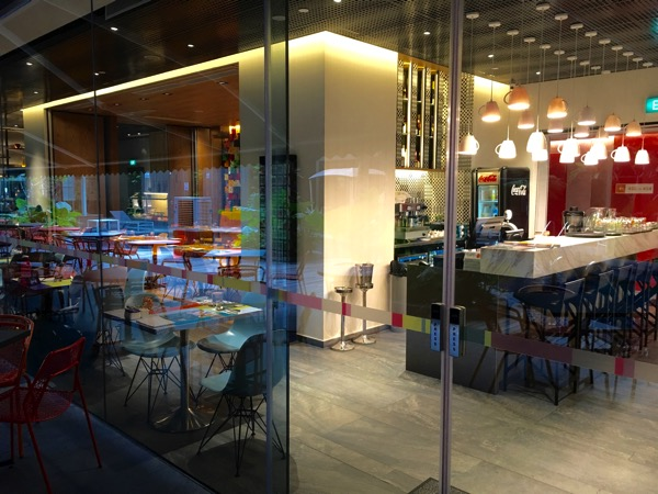 IBIS Styles Macpherson (Accor group hotel chain) - chat and chow dining restaurant (main entrance)