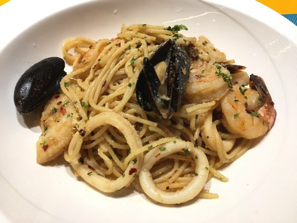 IBIS Styles Macpherson (Accor group hotel chain) - chat and chow dining restaurant (seafood aglio)