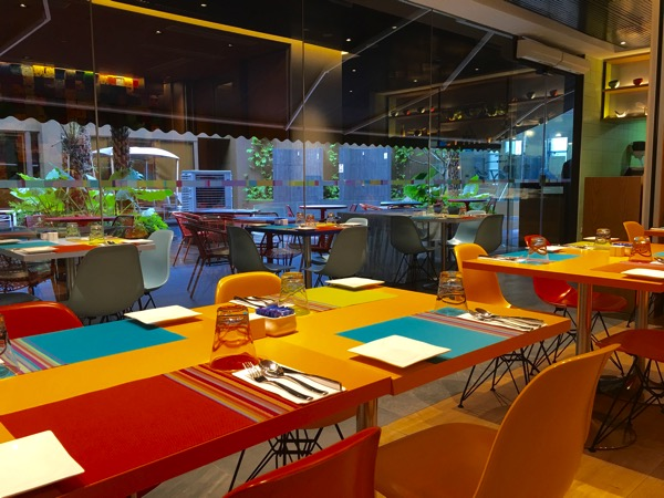 IBIS Styles Macpherson (Accor group hotel chain) - chat and chow dining restaurant (view of the exterior pool)