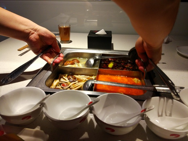 海底捞火锅 Hai Di Lao Hot Pot - 4 soup base pot