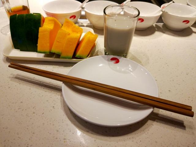 海底捞火锅 Hai Di Lao Hot Pot - Getting ready on table