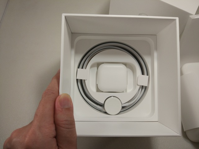 apple-s2-watch-edition-review-dock-and-charging-cables