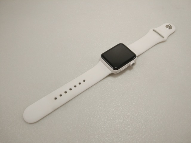 apple-s2-watch-edition-review-with-white-sports-band