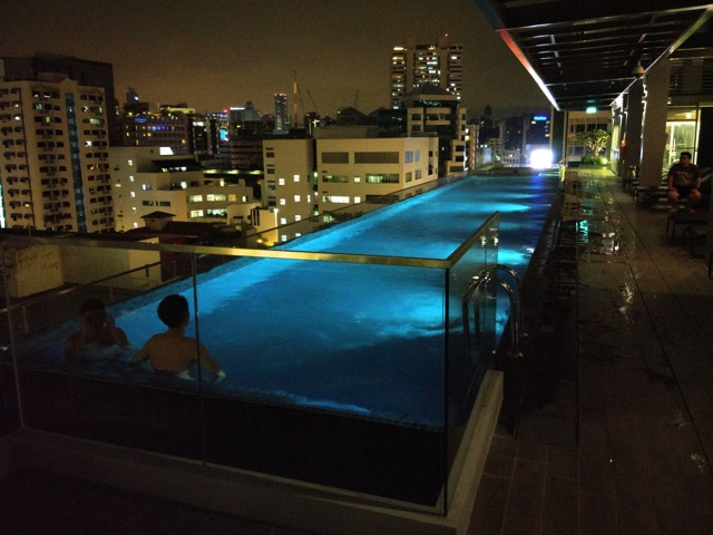 mercure-bugis-singapore-hotel-review-executive-loft-room-swimming-pool
