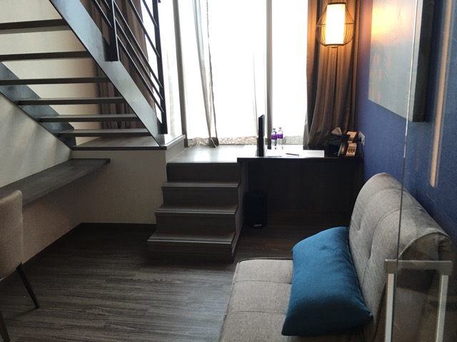 mercure-bugis-singapore-hotel-review-executive-loft-room-ground-level-sofa-bed