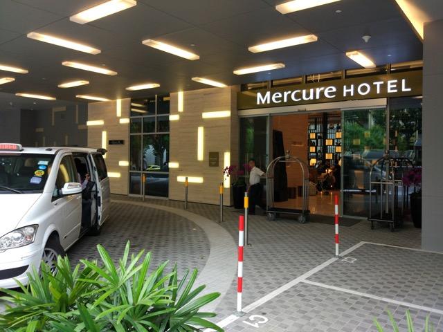 mercure-bugis-singapore-hotel-review-hotel-entrance