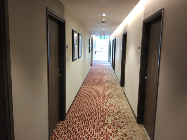 mercure-bugis-singapore-hotel-review-hotel-room-corridor