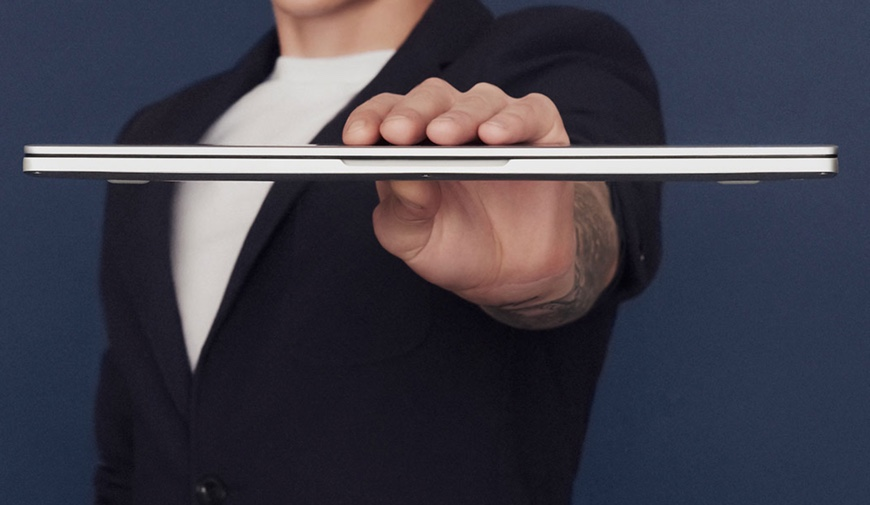 Xiaomi Mi Notebook Air Review - Thin on one hand grip