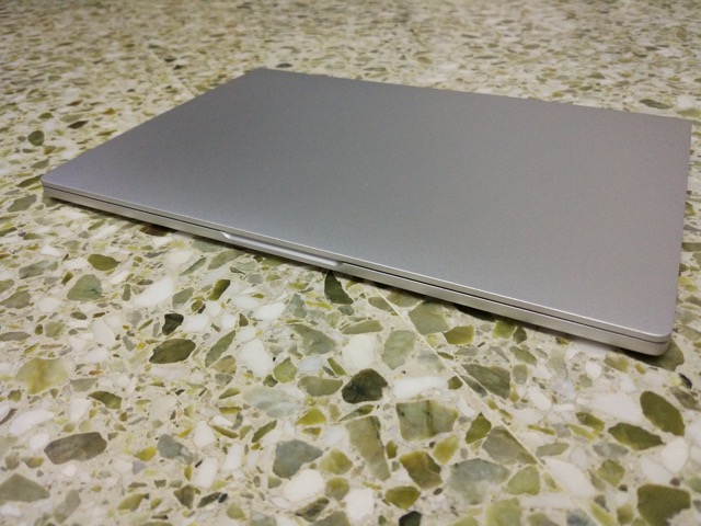 Xiaomi Mi Notebook Air Review - front view (closed)
