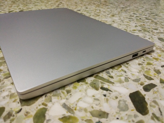 Xiaomi Mi Notebook Air Review -right view
