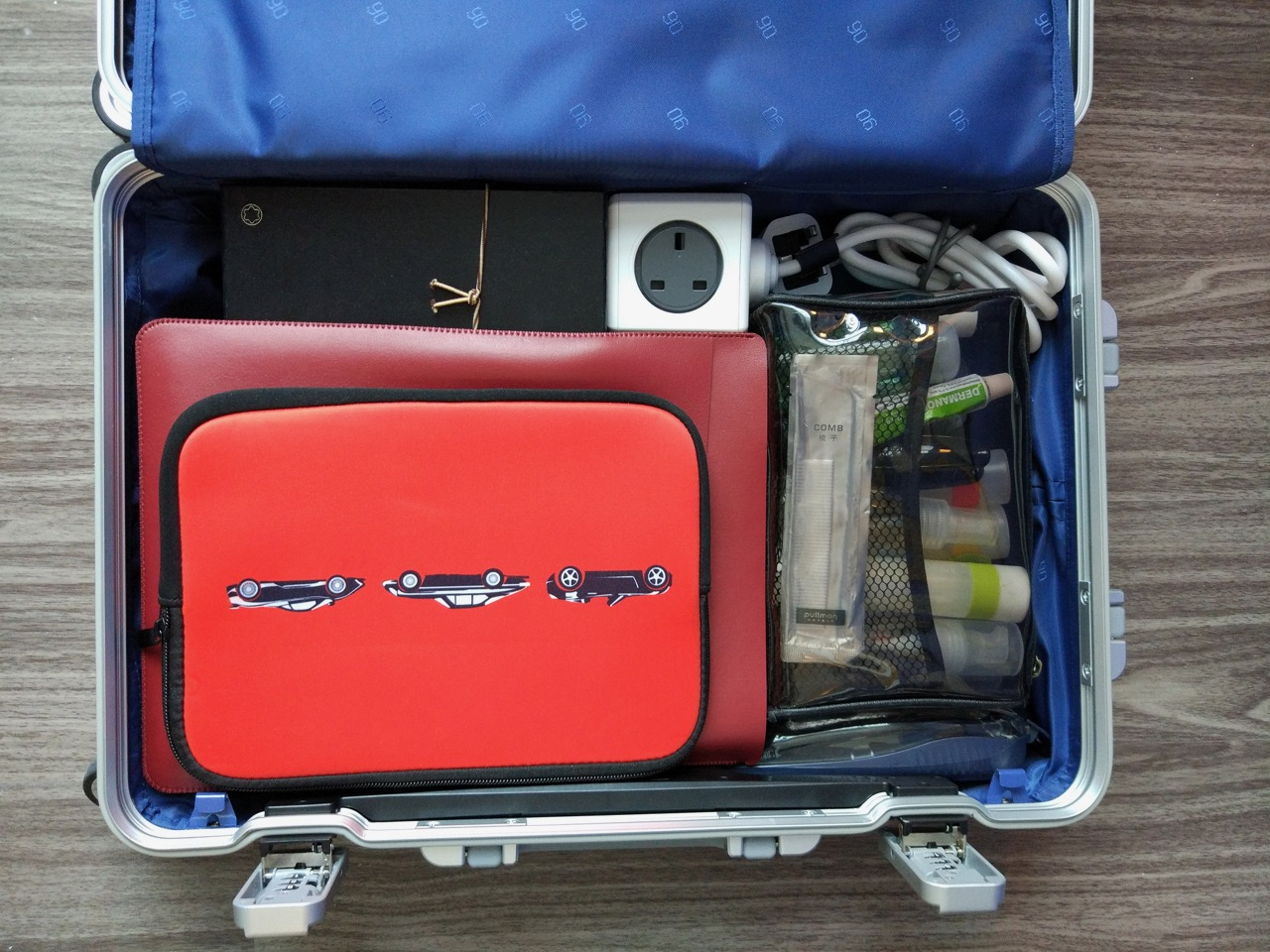 xiaomi-mi-90-smart-metal-luggage-suitcase-packed-left-compartment
