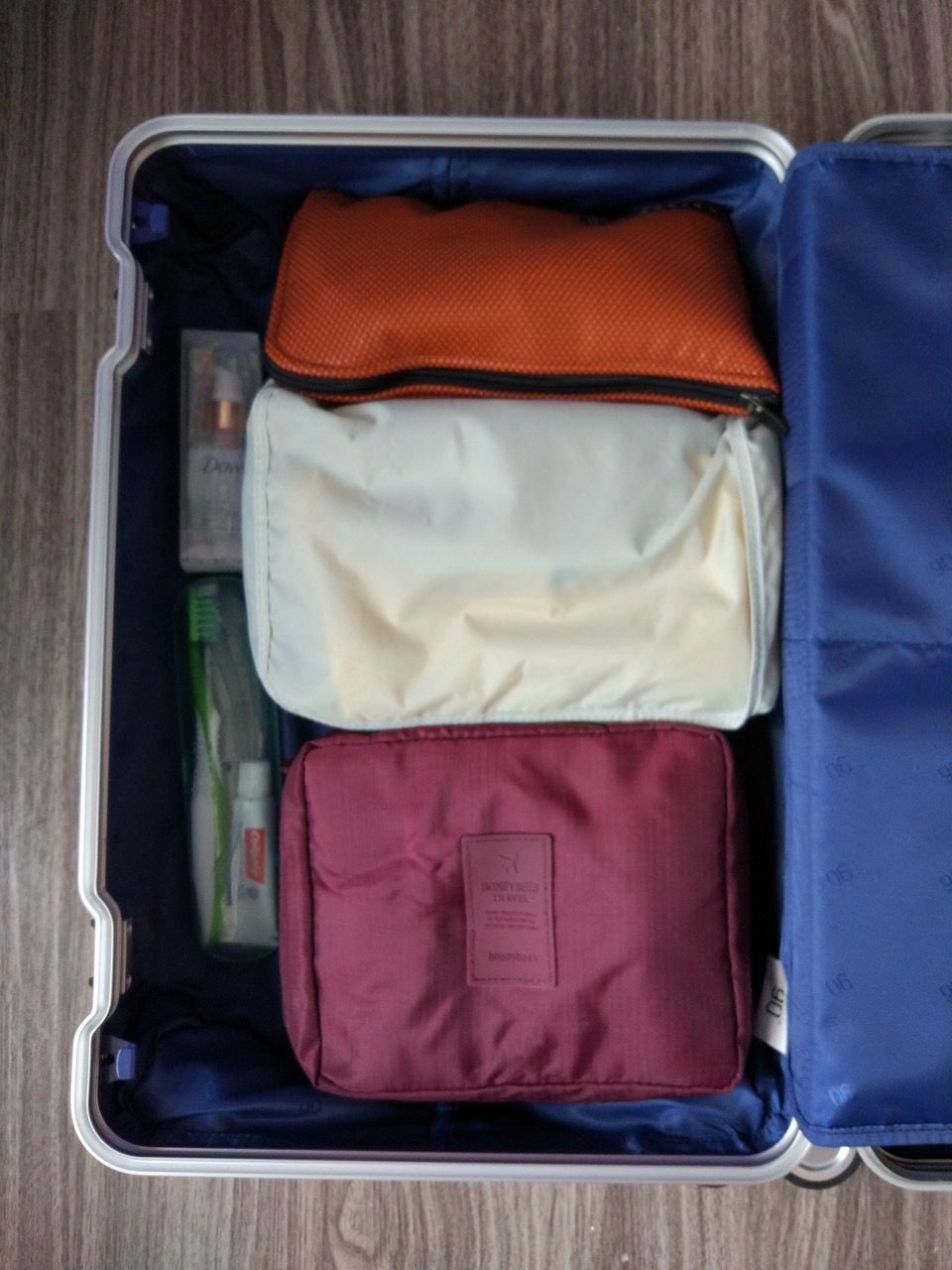 xiaomi-mi-90-smart-metal-luggage-suitcase-packed-right-compartment