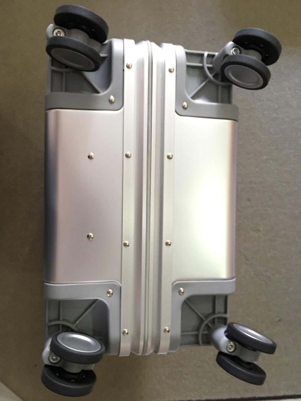 xiaomi-mi-90-smart-metal-luggage-suitcase-bottom-view