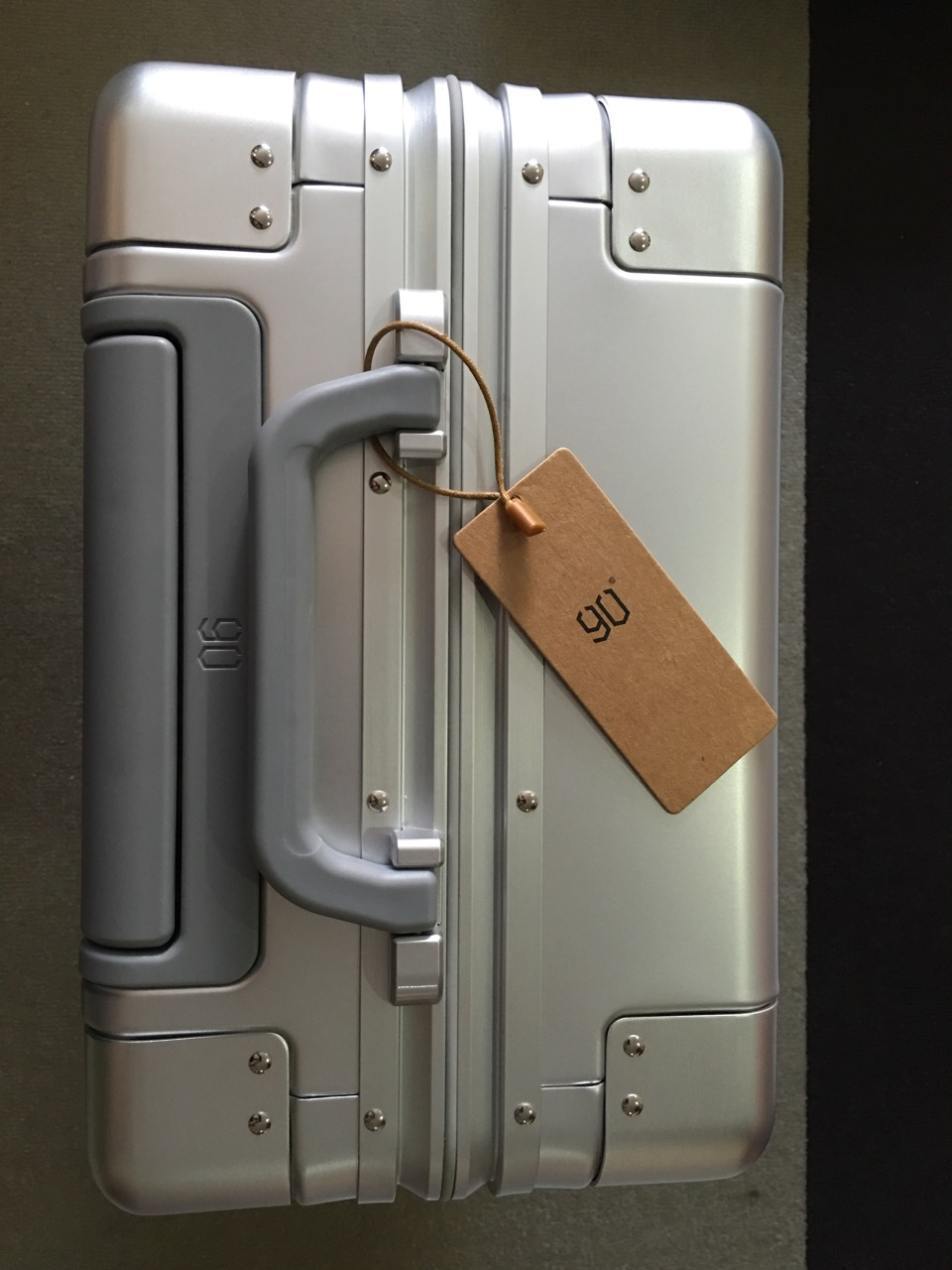 xiaomi-mi-90-smart-metal-luggage-suitcase-top-view