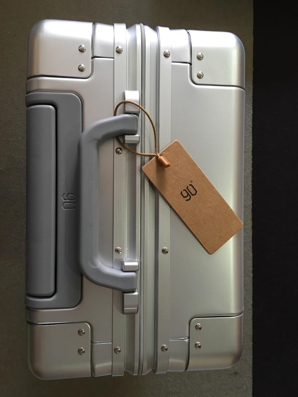 xiaomi-mi-90-smart-metal-luggage-suitcase-top-view