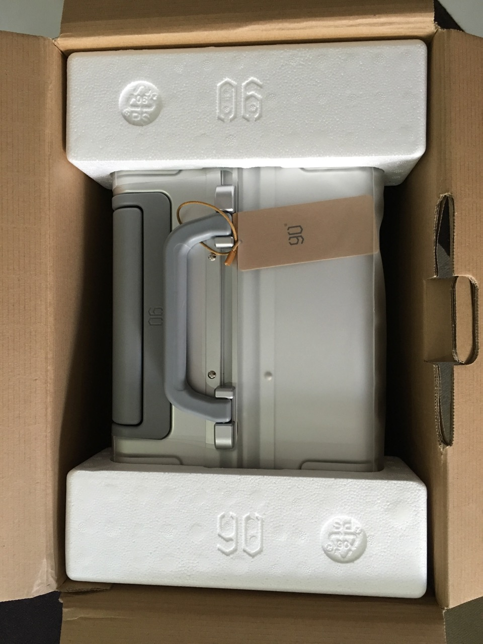 xiaomi-mi-90-smart-metal-luggage-suitcase-unboxing