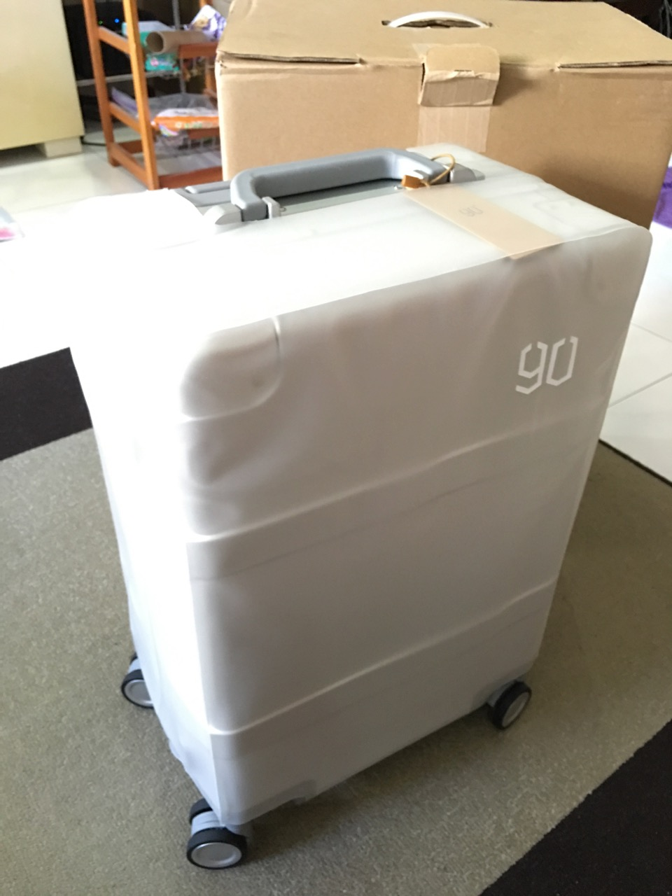 xiaomi-mi-90-smart-metal-luggage-suitcase-with-luggage-protector-on