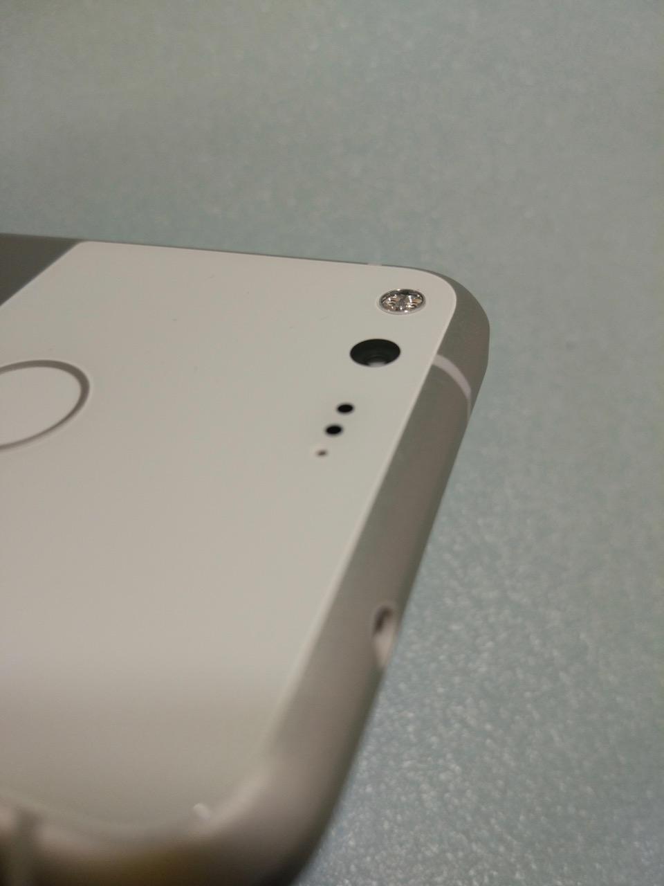 google-pixel-review-phone-camera-lens-dual-tone-flash
