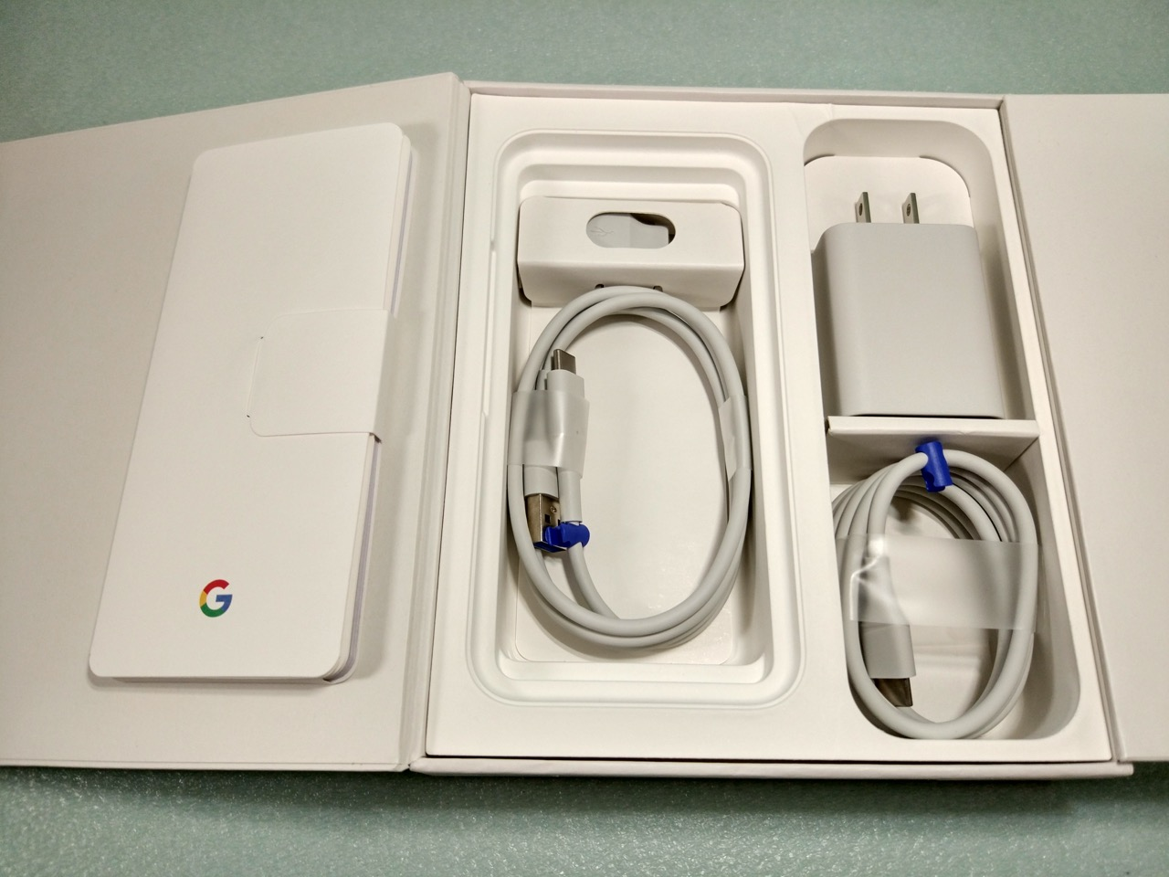 google-pixel-review-unboxed-accessories