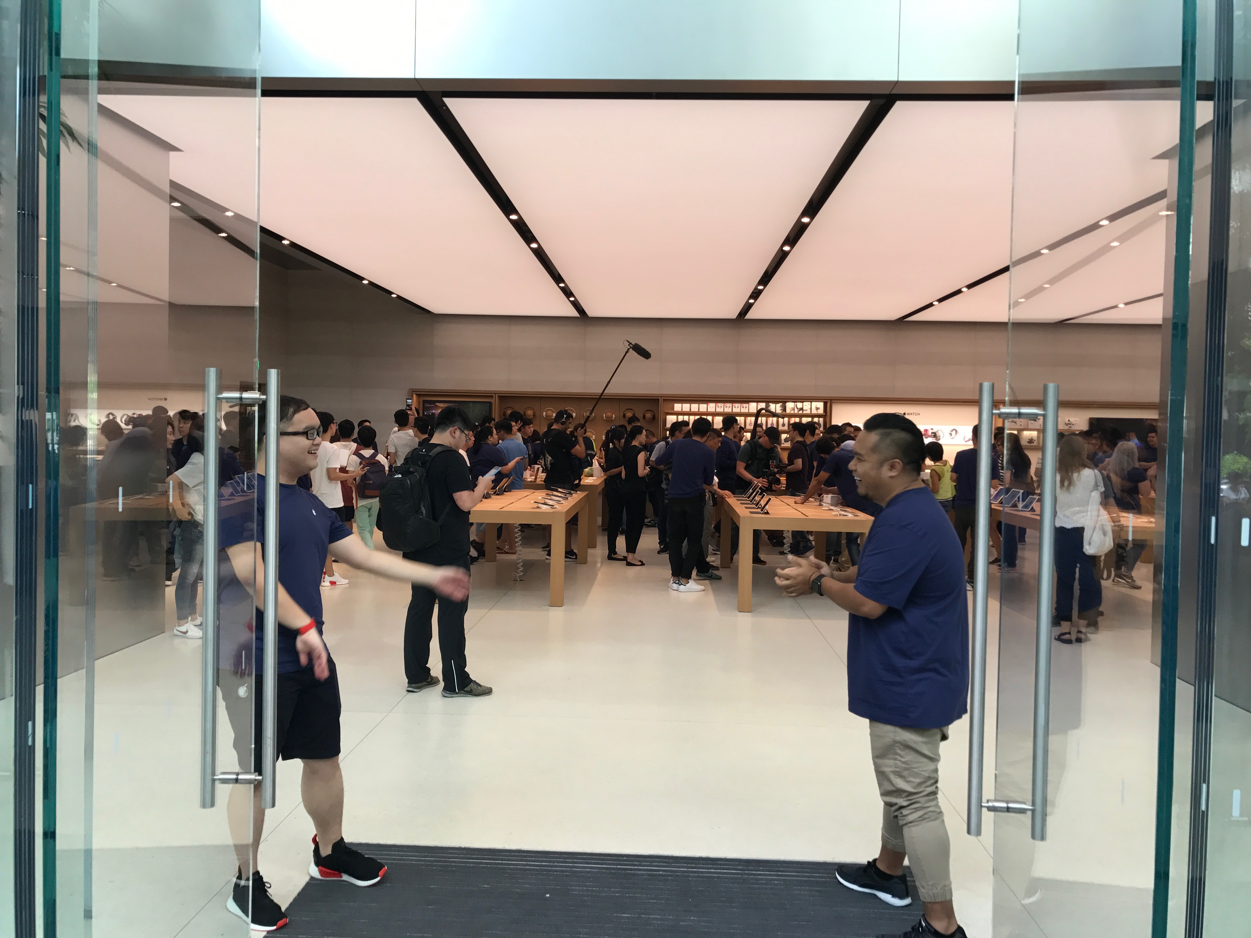 Apple Orchard Store Is Finally Opened In Singapore Great